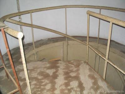 Винтовая лестница людского входа