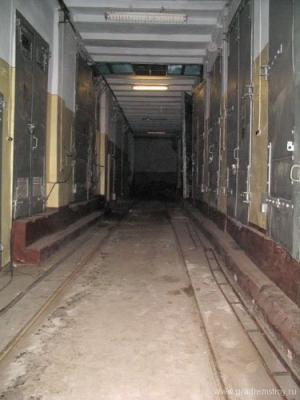 Коридор трансформаторной подстанции на нижнем этаже здания.
