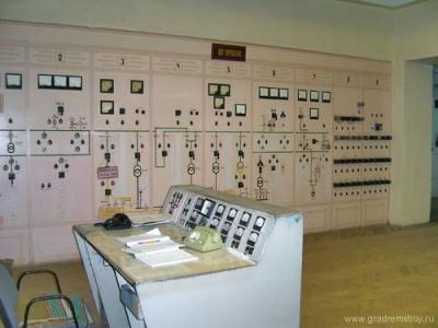 Щит управления силовыми агрегатами передатчика, рассчитанный на 6 киловольт, построен 1942 году