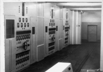Генераторно-модуляторные кабины блоков второго канала передатчика РВ-390