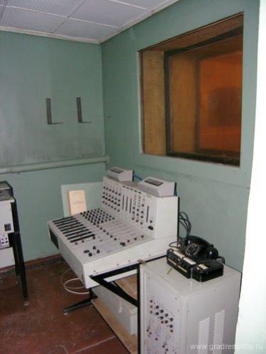 Зал передатчика РВ-390