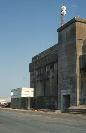 База-бункер немецких подводных лодок в ЛА-ПАЛЛИС