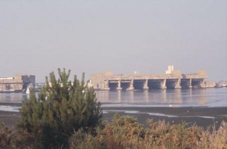 База-бункер немецких подводных лодок в ЛОРЬЯН