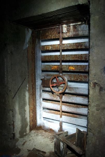 Заброшенный бункер связи в подмосковьи