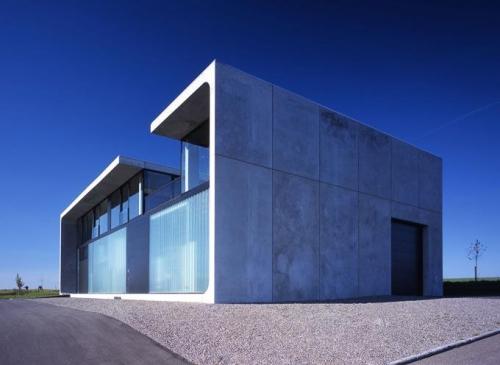 Дом-бункер из бетонных блоков