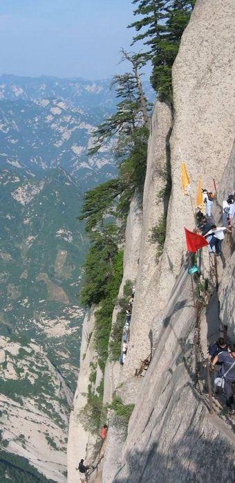Гора Хуашань (Huashan Mountian), что в переводе с китайского значит