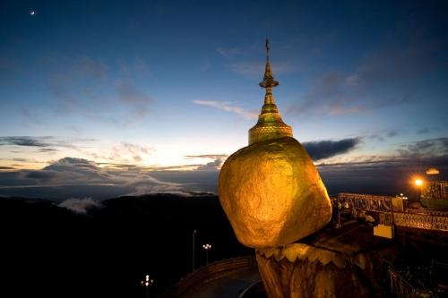 Пагода Чайттийо — самая необычная святыня в Мьянме