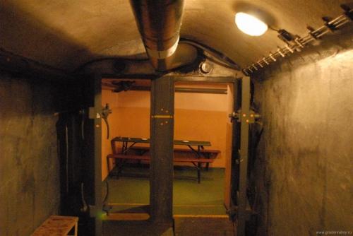 Подземная Прага - посещение реальных ядерных бункеров