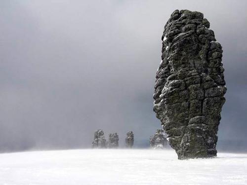 Столбы на хребте Маньпупунёр