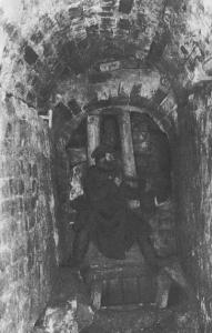 Раскопки подземного хода у Никольской башни. 1894 г.