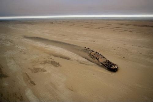 """Корабль """"Эдуард Болен"""", севший на мель у Берега Скелетов в Номибии 5 сентября 1909 года"""