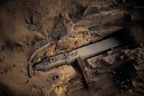 Древний обелиск в Асуане (Египет), незаконченный из-за трещины. Вес 1185 тонн<
