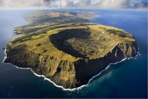 Рано Кау, вулкан в национальном парке Рапа-Нуи, Остров Пасхи, Чили. Это вулкан, расположенный на юго-западе острова последний раз извергался 150 000 до 210 000 лет назад.
