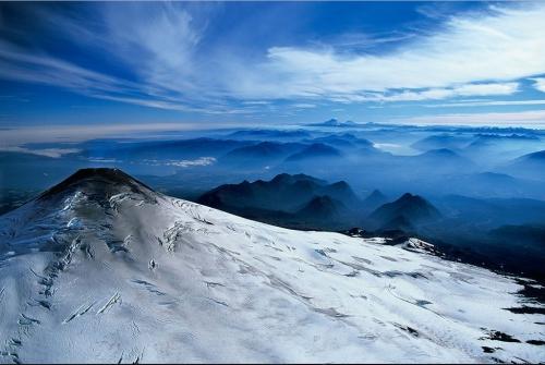 Заснеженные вершины вулкана Villarrica, Чили