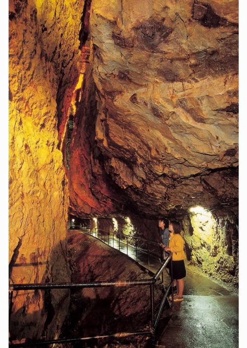 Подземный парк аттракционов в Кадзуно (Япония)