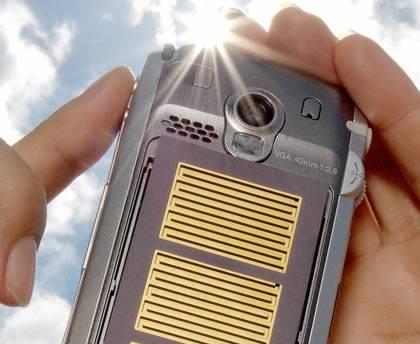 Зарядка аккумулятора мобильного телефона от солнца