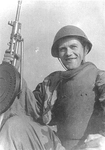 Гвардейцы-штурмовики после выполнения боевого задания. 1-й ШИСБр. 1-й Белорусский фронт, лето 1944 г.