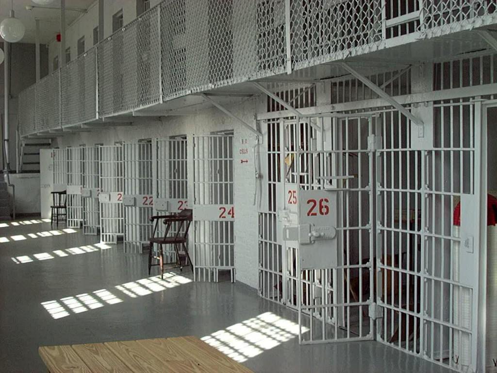 Американцы строят тюрьмы и запасаются гробами