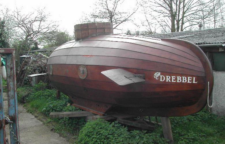 cornelius van drebbel The world's first practical submarine was built in 1620 by dutch engineer cornelis jacobszoon drebbel, under the patronage of james 1 of england.