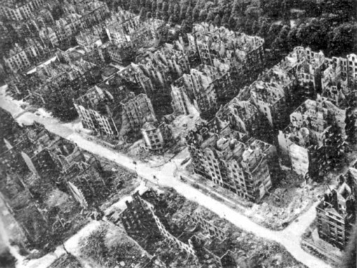 1264575279_hamburg_after_the_1943_bombing